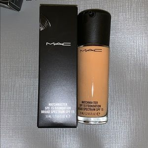 Mac cosmetics  Matchmaster foundation in 2.0